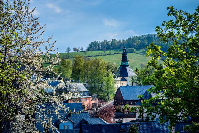 Blick zur Bergkirche Seiffen